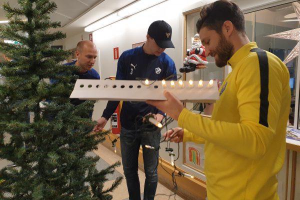 FFF-HBK klär julgranar 3