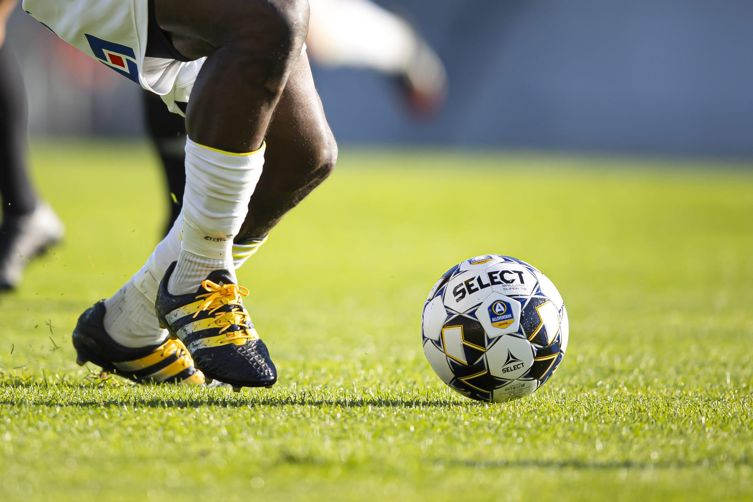 Sommarfotboll med Falkenbergs FF – för pojkar och flickor 11-14 år